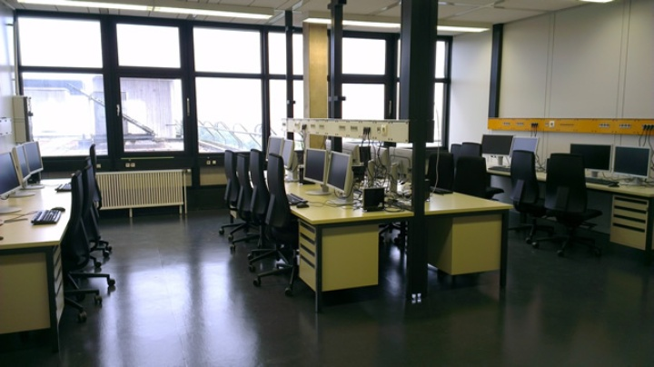 Computer laboratory for numerical field computations (c)